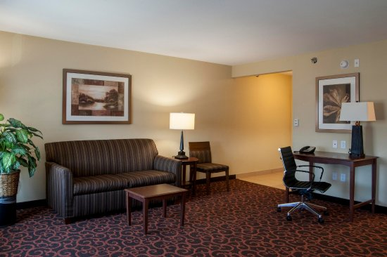 Watertown, SD: King & Queen Suites View 2