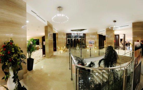 Hilton Garden Inn Lecce : Hall and Staircase