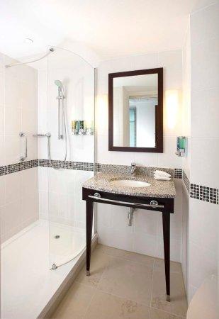 Hampton by Hilton Liverpool City Centre: En suite Shower Room