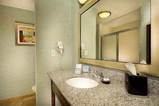 Pampa, TX: Standard Bathroom