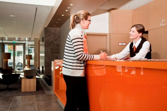 Atlantic Hotel: Front Desk