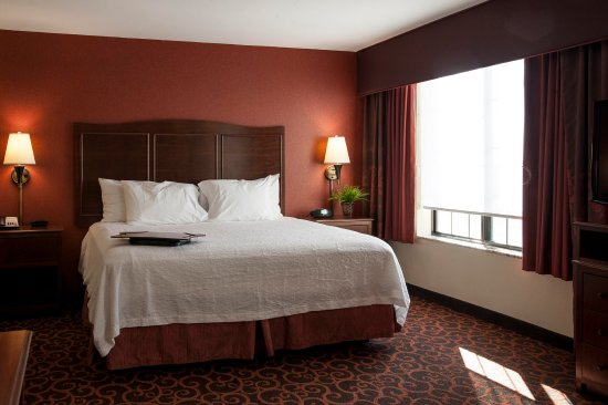 Hampton Inn & Suites Aberdeen: King sized beds available!