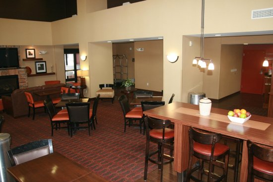 Hampton Inn & Suites Aberdeen: Our lobby features multiple seating options & it also hosts our breakfast in the mornings.