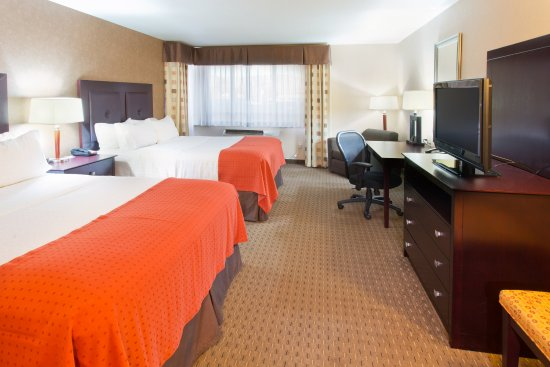 Yakima, WA: Spacious Two Queen Bed Guest Room