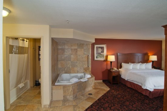 Yorkville, IL: King Whirlpool Room