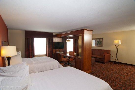 Hampton Inn Yorkville: 2 Queen Suite