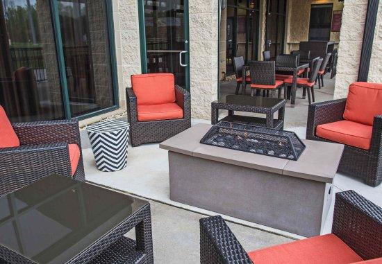 Aberdeen, MD: Home Plate Café outdoor Seating
