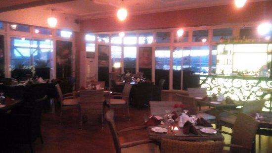 Serendib Restaurant & Bar: Indoor Dining area