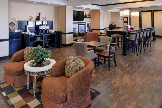 Pecos, TX: Dining Room and Lobby
