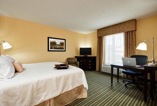 Hampton Inn & Suites Mahwah: King Room
