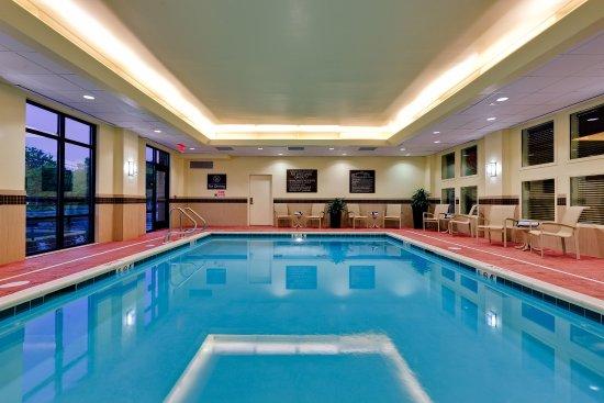 Hampton Inn & Suites Mahwah: Pool