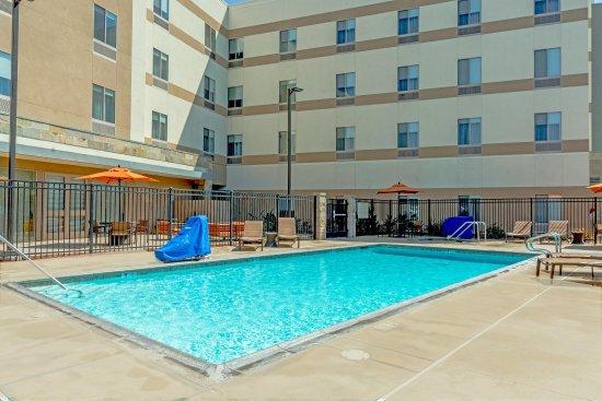 Hampton Inn & Suites Riverside/Corona East : Pool