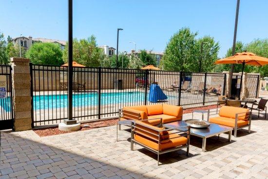 Hampton Inn & Suites Riverside/Corona East : Pool Patio