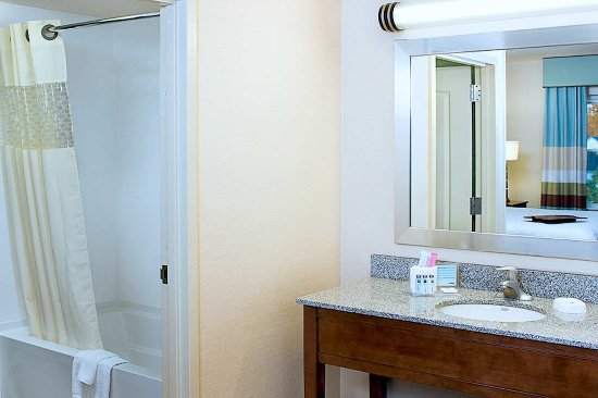 Exeter, New Hampshire: Bathroom in Suite