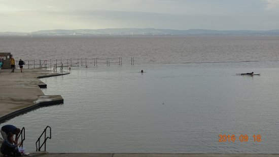 Clevedon, UK : Pool by the sea