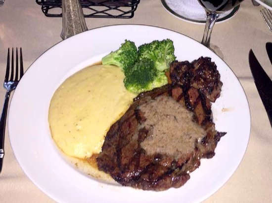 ‪‪Southern Pines‬, ‪North Carolina‬: My colleague ordered a massive steak and cheesy grits, and enjoyed it very much‬