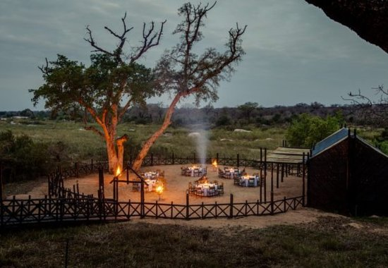 Skukuza, Южная Африка: Outdoor Dining Area – Outdoor Boma