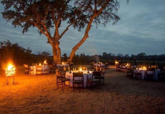 Skukuza, Afrique du Sud : Outdoor Dining Area – Outdoor Boma