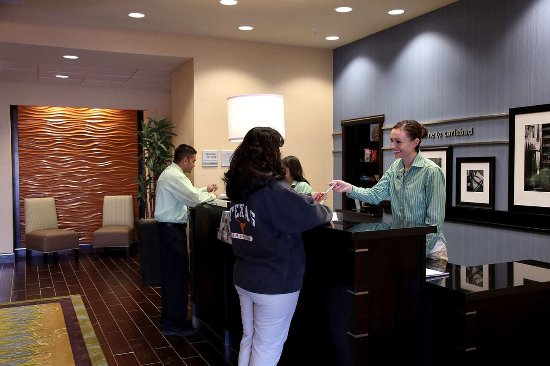 Hampton Inn & Suites Carlsbad: Front Desk
