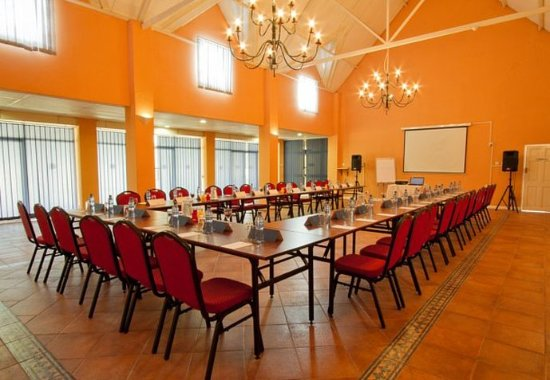 Chingola, Zambiya: Conference Room – U-Shape Setup