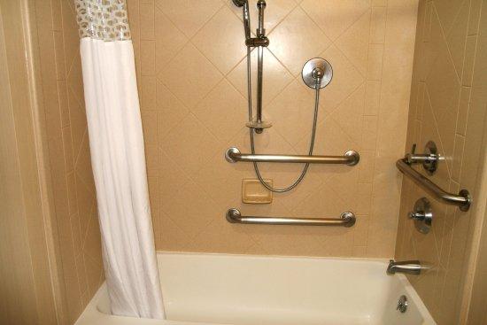 Liberal, KS: Tub Accessible Bathroom