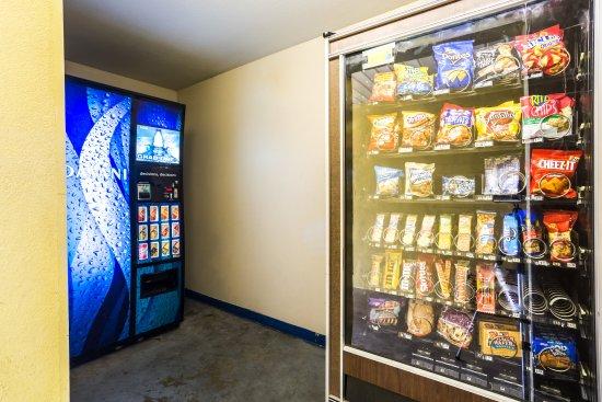 Super 8 Vandalia/Dayton International Airport : Vending