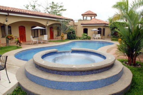 Playa Hermosa, คอสตาริกา: Las Brisas pool and tub