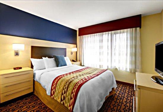 North Kingstown, Rhode Island: One-Bedroom Suite