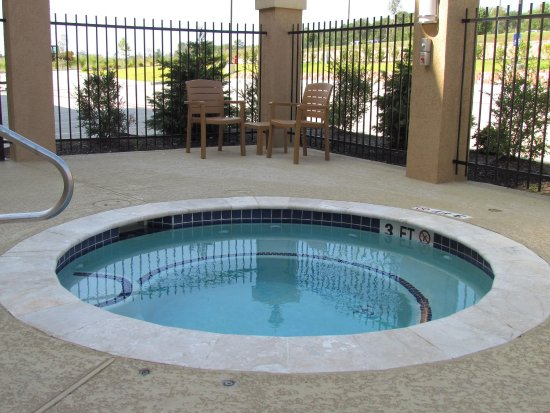 Center, TX: Outdoor Whirlpool