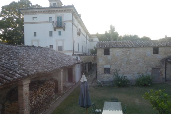 Castel del Piano, Italien: View from bedroom 2 in the Adolfo East Apartment