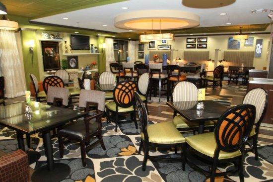 Madison, AL: Breakfast Area