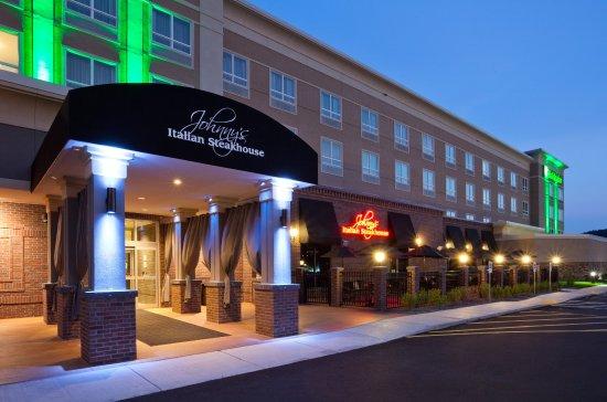 Johnny's Italian Restaurant Holiday Inn Eau Claire South
