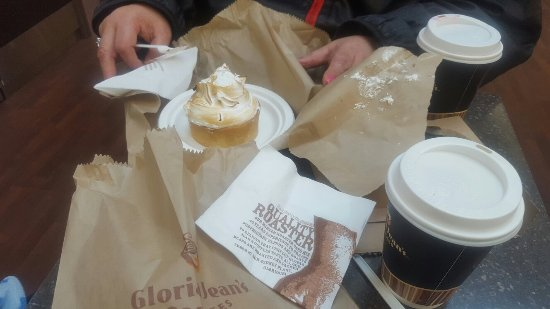 Narre Warren, ออสเตรเลีย: Mini mirangue pie from Gloria Jean's goes really well with their signature Chai Latte..yummio..g