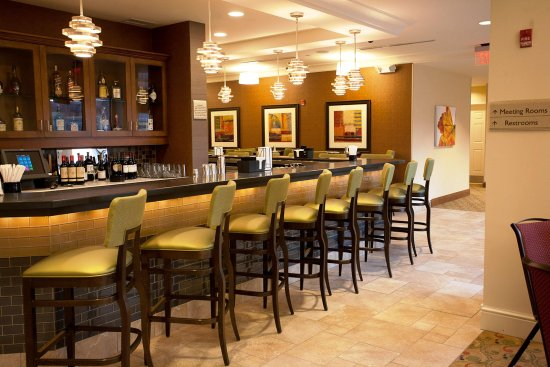 Devens, MA: Restaurant and Lounge Area