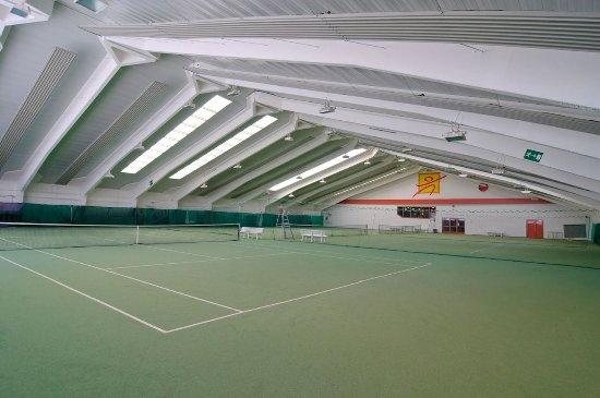 St. Sebastian, Österreich: Indoor tennis court