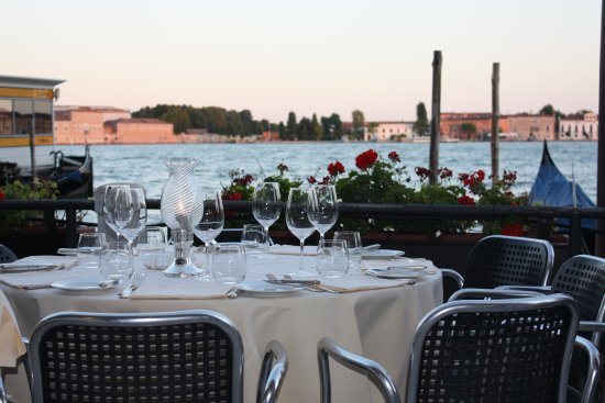 Ristorante Grand Canal : Amazing location let down by poor service and unimaginative food.