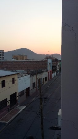 Inter Apart Hotel: Vista desde el balcón del comedor a la calle