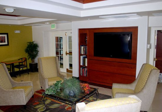 Fairfield Inn & Suites Tucson North/Oro Valley: Lobby Sitting Area