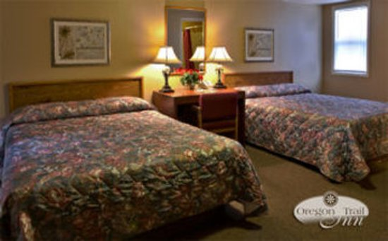 Oregon Trail Motel : Double Queen Room