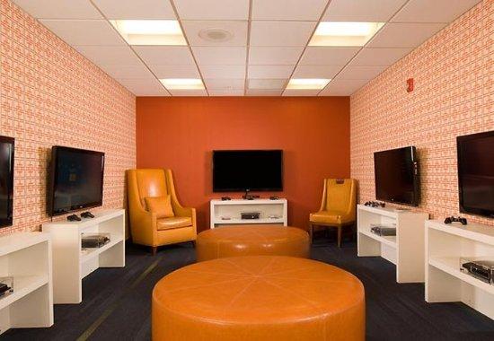 Fairfield Inn & Suites Orlando Lake Buena Vista: Kid's Game Room