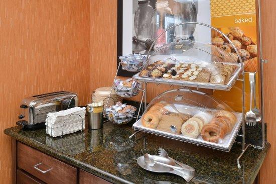 Ottumwa, IA: Breakfast Buffet