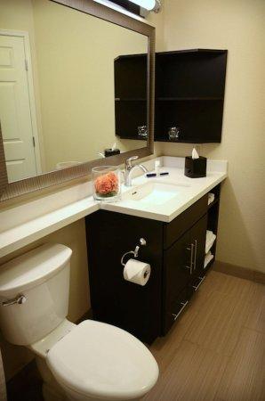 Brighton, Colorado: Denver - Brighton Guest Bathroom