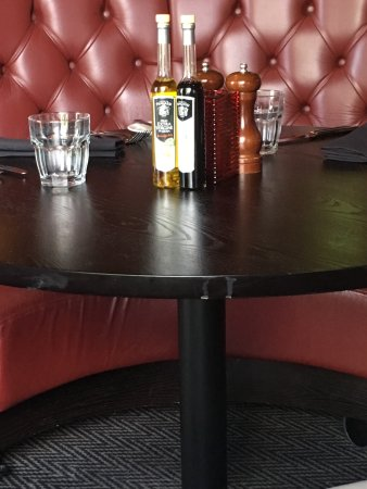 Kegworth, UK: Dirty table clothes and tables and we were the only ones in the whole restaurant !