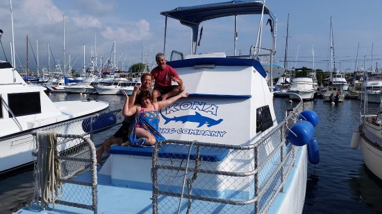 Kona Diving Company >> Super Dive Team Dive Master Luke With Manta Ray And Sandy Bottom