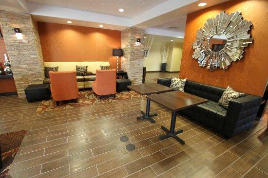 Clinton, IA: Hotel Lobby