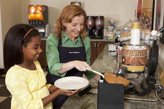 Clinton, IA: Free Breakfast Buffet