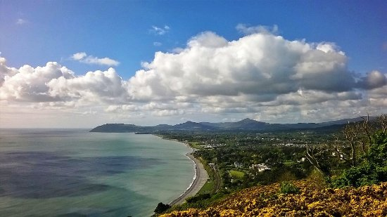 Killiney, Irlandia: Picture taken facing Bray Head you can also see the two ' sugarloaf's'