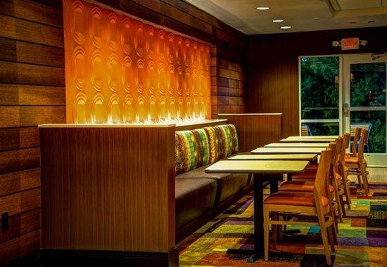 Hope Hull, AL: Lobby Dining Area