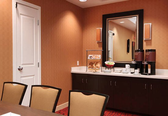 Woodbridge, NJ: Meeting Room Amenities