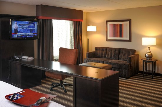 Neptune, Nueva Jersey: King Suite Desk Area